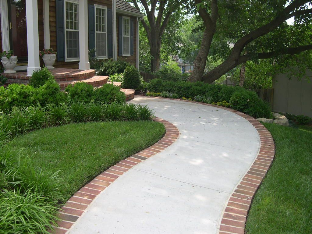 brick lined sidewalk - much more elegant than plain concrete ...