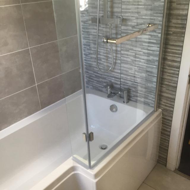 Linea fürdőkád, kádparavánnal lakberendezés fürdőszoba ...