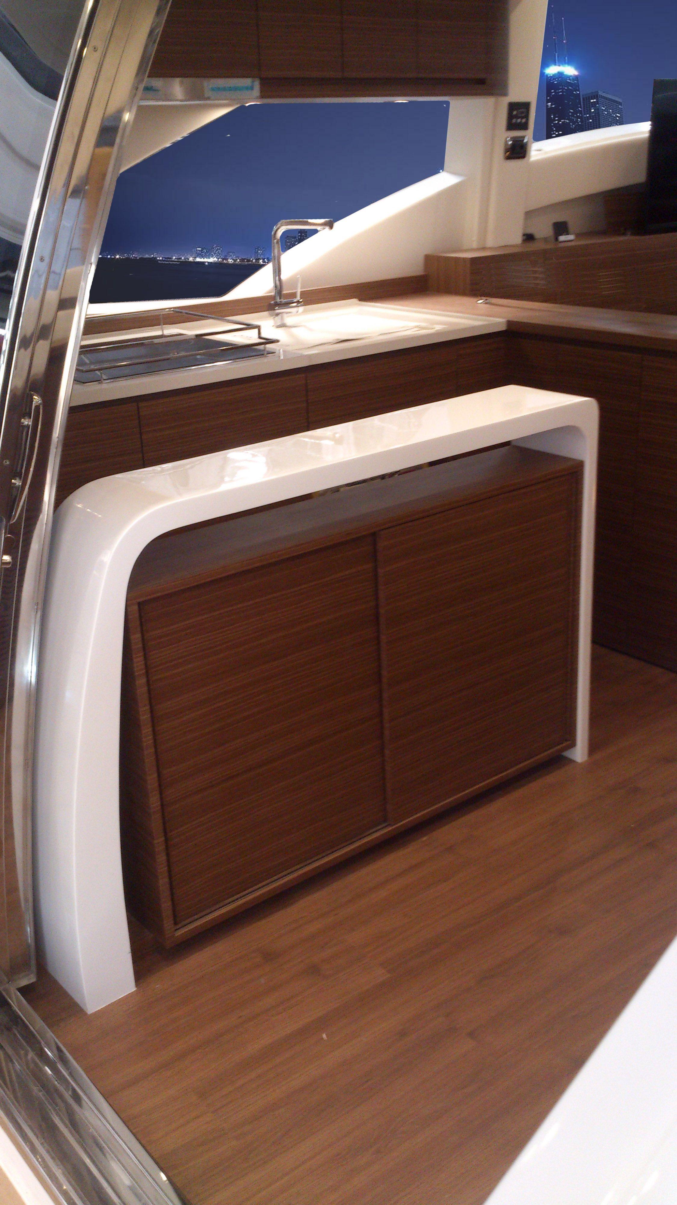 Viviane Nicoletti. Móvel Aparador para yacht de 60 pés. Contemporary Furniture for yacht.