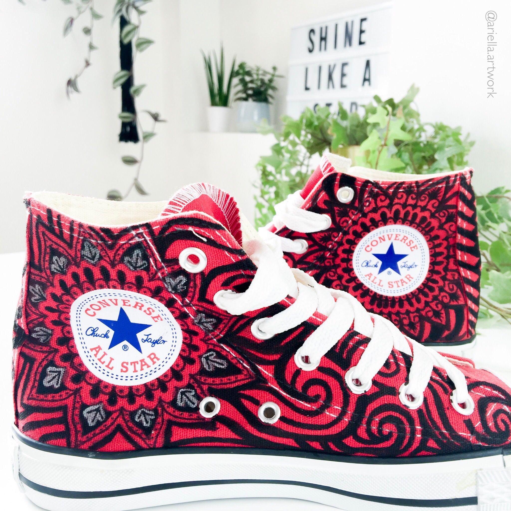 Chucks Converse Handbemalt Mit Mandala Und Zentangle Muster Posca Zentangle Muster Converse Tattoo Zeichnungen