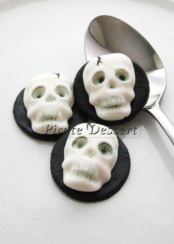 Edible Halloween cupcake toppers - 3D SKULL- Fondant cake - cake decorations for halloween