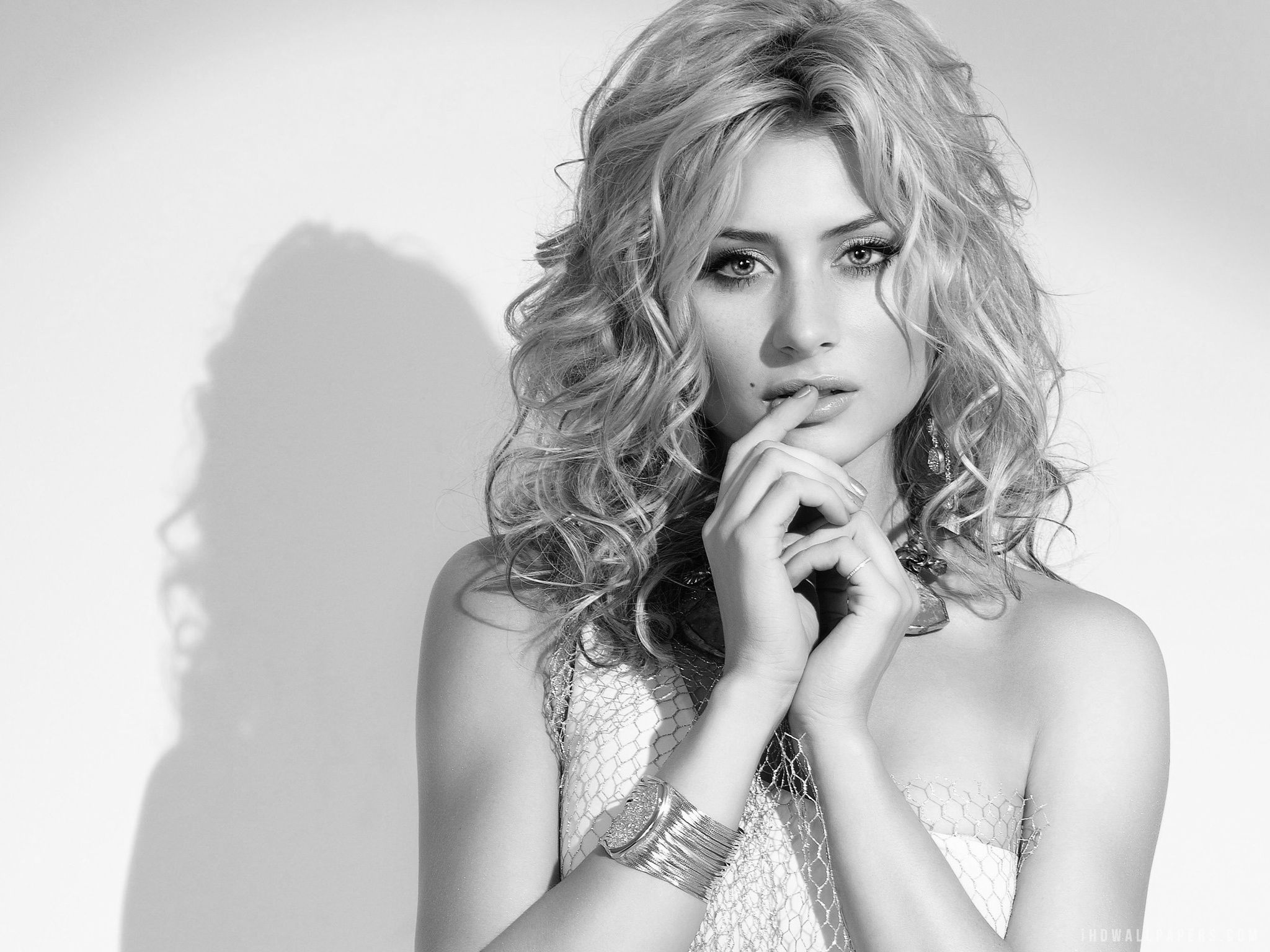 Aly michalka aly michalka black n white women black and white black