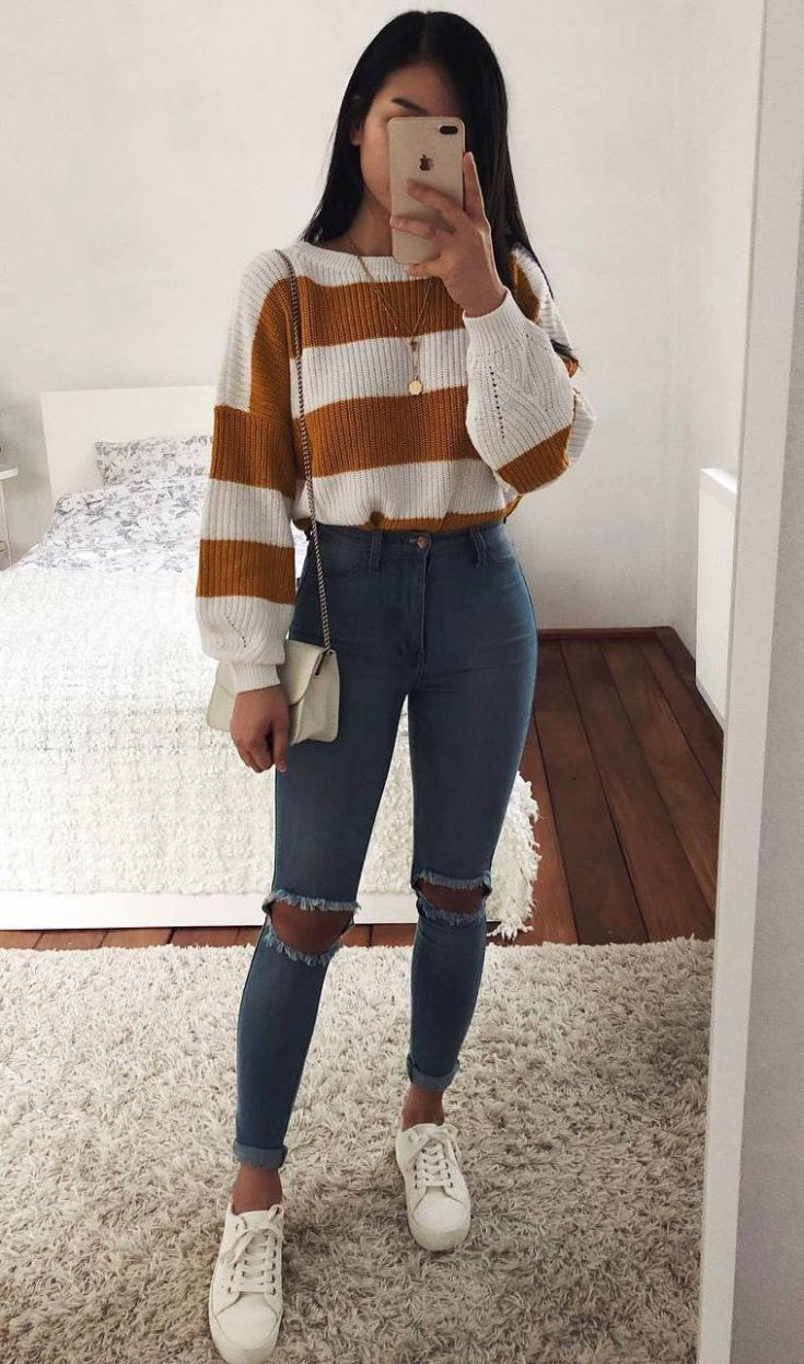 lässige Outfit-Idee / gestreifter Pullover + Tasche + Röhrenjeans + Turnschuhe …, #Streifen…