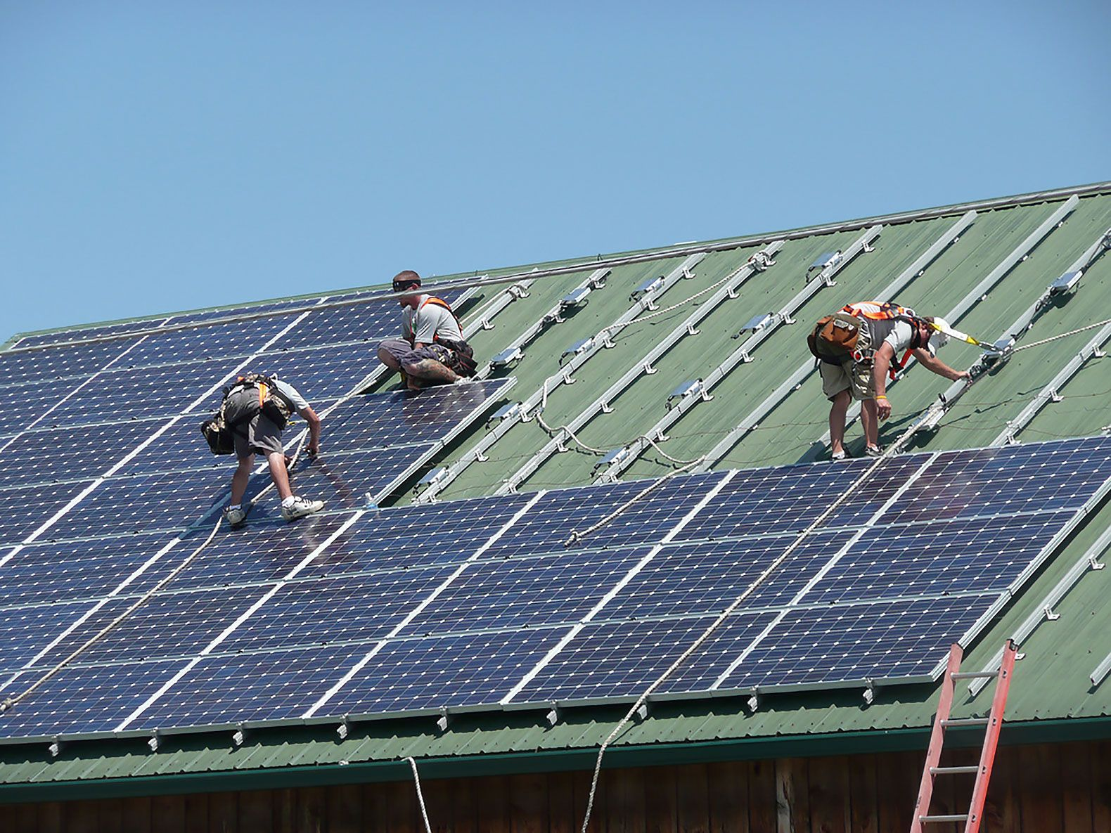 Clean Energy Jobs Outnumber Fossil Fuel Jobs In Most Us States Solar Panels Solar Panel Cost Solar Energy Projects