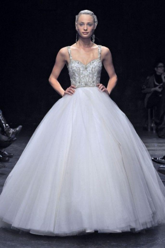 8da46a0123c4b vestidos de novias lazaro corte princesa - Buscar con Google