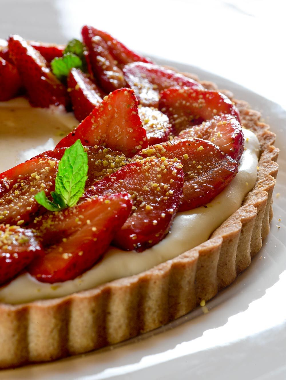 La Cucina Italiana Cheesecake Alle Fragole Strawberry Tart With Pistachio Sauce And Farro Flour Crust La