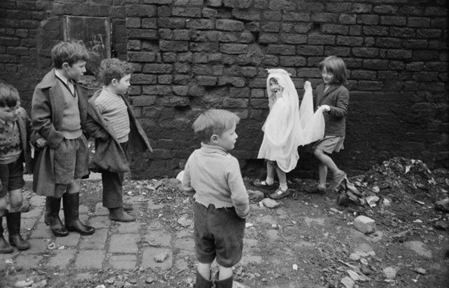 Playing brides on the post-war streets of Liverpool