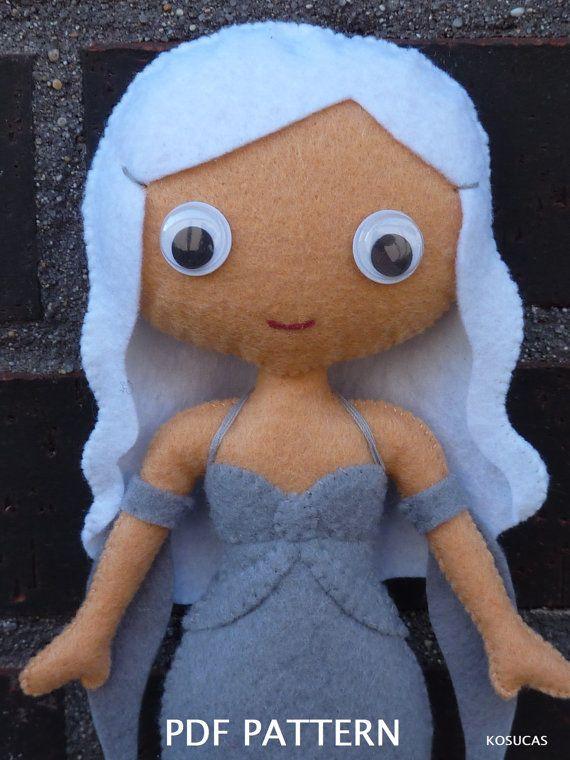PDF patter to make a felt doll inspired in Daenerys Targaryen