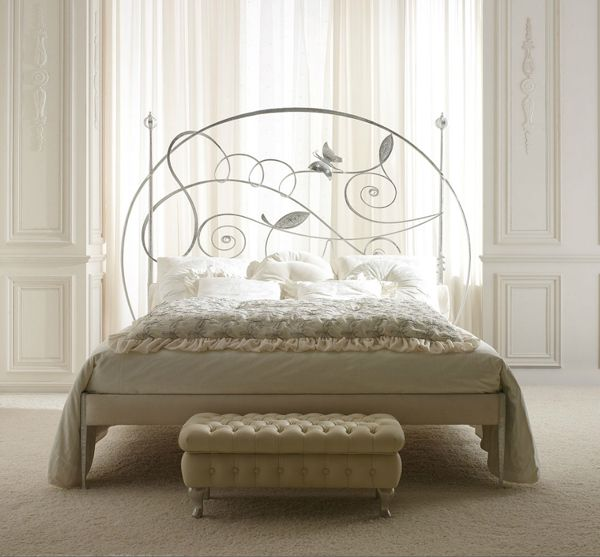 Rustik chateaux: Dormitorio muy chic con camas de hierro antiguas y ...