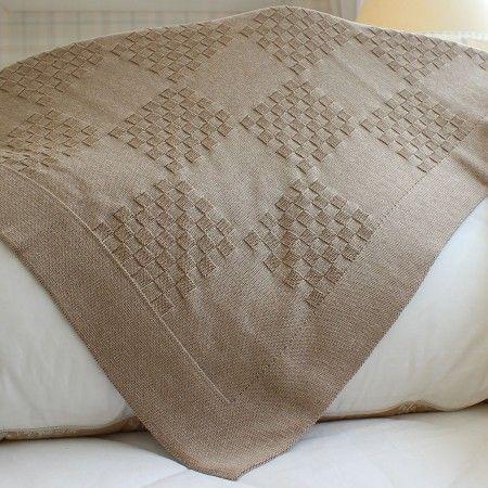 Manta em tricô de tijolinho na cor capuccino: elegância e conforto para seu bebê! #enxovaldebebe #manta #cobertor #lilibee