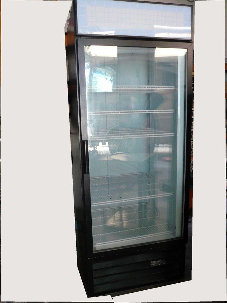 Cold drink merchandiser. Refrigerator BeverageAir