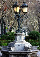 Farola y banco artsticos del Paseo del Prado. Madrid (Carlos Vias-Valle)