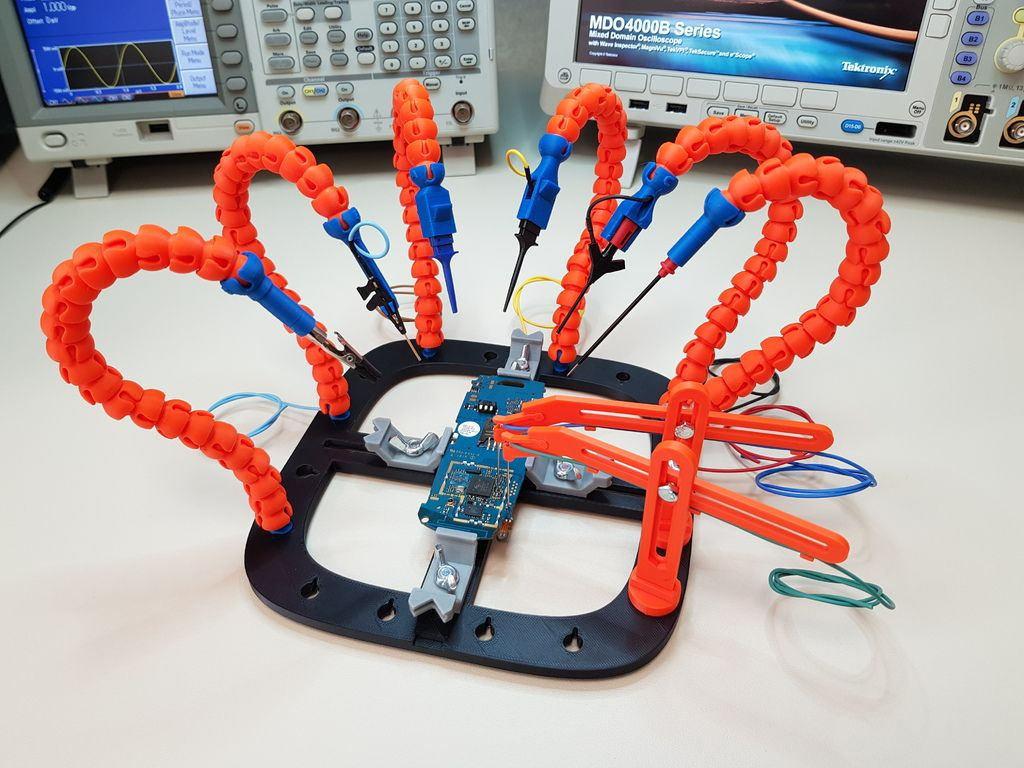 PCB Workstation with Articulated Arms by giufini - Thingiverse | 3D