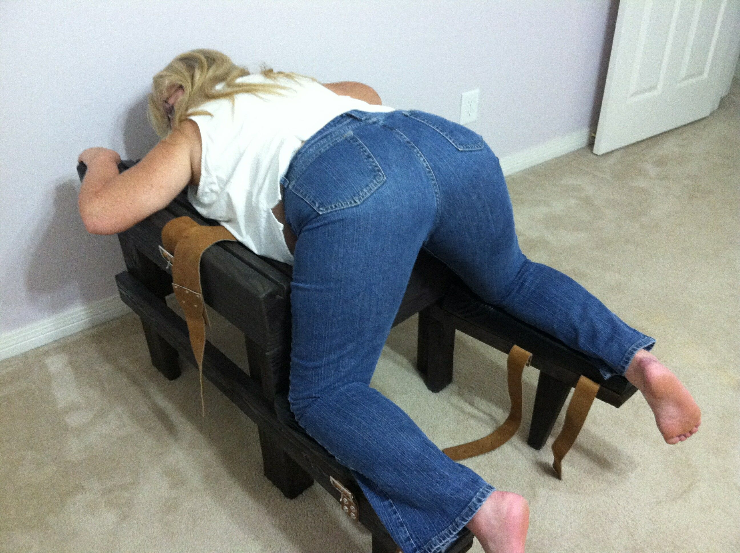 How to make a spanking bench