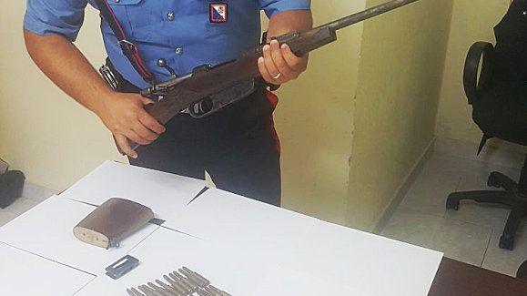 Deteneva un fucile clandestino nascosto nel trattore, arrestato 24enne dai Carabinieri a Scandale - Continua incessante l'attività della Compagnia Carabinieri di Crotone volta alla repressione dei reati inerenti la detenzione abusiva di armi  - http://www.ilcirotano.it/2017/09/23/deteneva-un-fucile-clandestino-nascosto-nel-trattore-arrestato-24enne-dai-carabinieri-a-scandale/