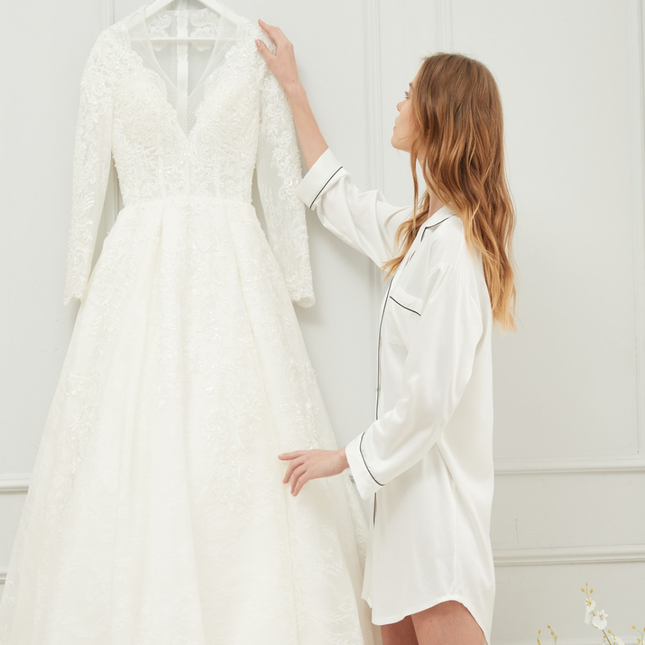 This One Article Of Clothing Can Totally Transform Your Getting Ready Photos In 2021 Wedding Dresses Blush Wedding Gowns Mermaid Clothes [ 930 x 930 Pixel ]