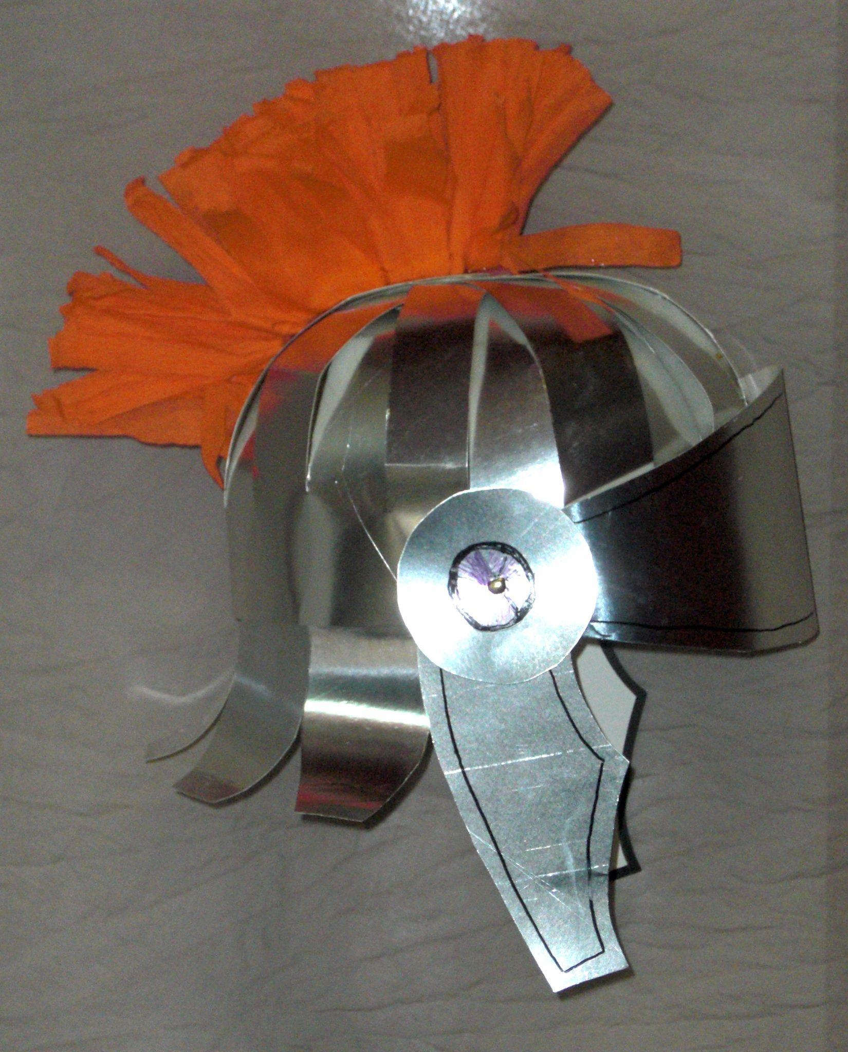 Como hacer un casco de gladiador con carton | Helmets, Craft and ...