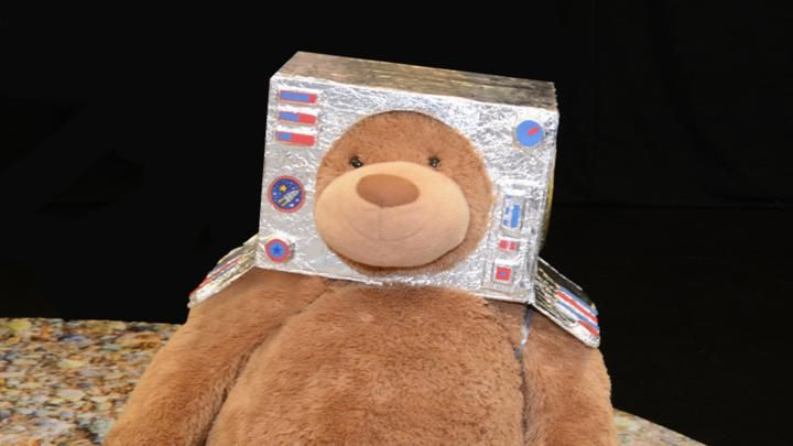 Space helmet DIY craft helmet video from CBeebies. Get ...