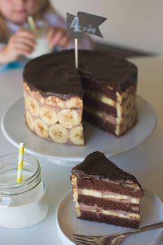 Dort banán čokoláda korpus recept na https://www.toprecepty.cz/recept/18933-kakaovy-olejovy-korpus-na-dort/