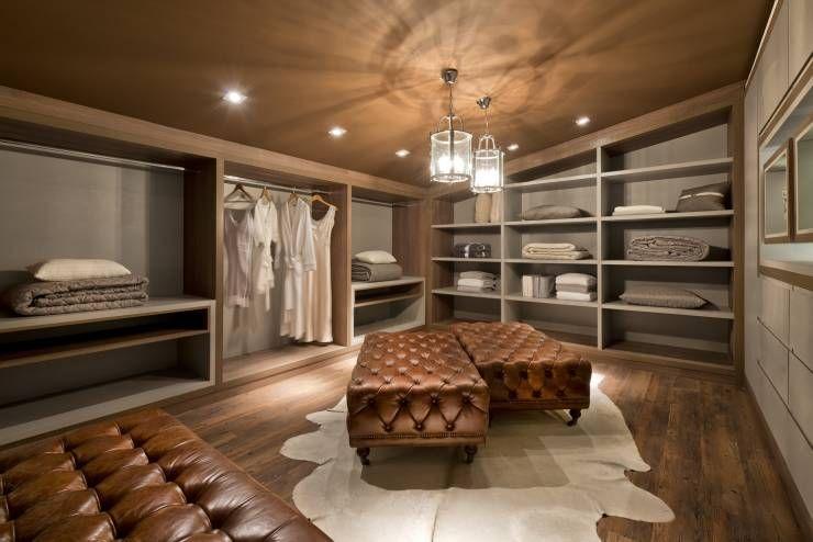 Vestidores y closets de estilo Moderno por Renata Mueller Arquitetura de Interiores