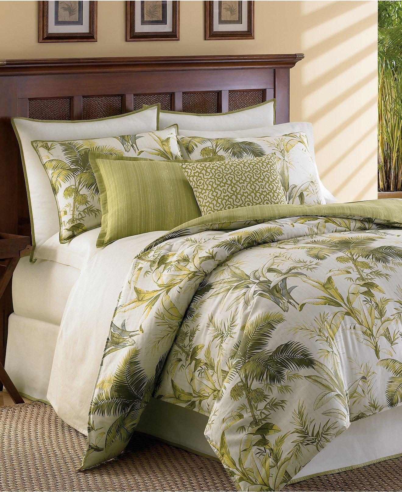 Green foliage bedspread.m Botanical bedroom, Tropical