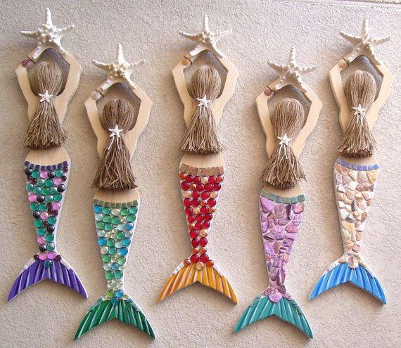 La mano de sirena tallada en madera decorado y por roseartworks