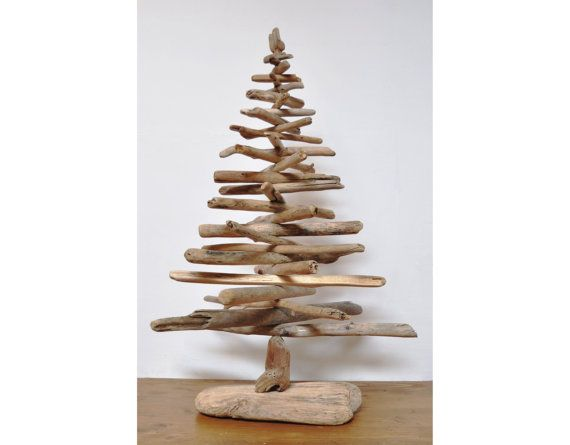 Albero di natale con legni di mare driftwood and other beach finds