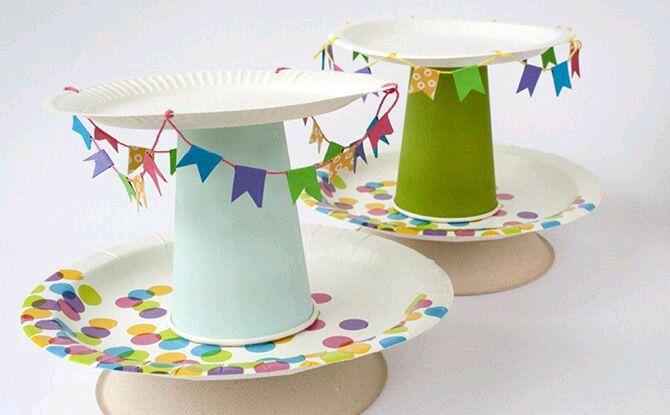 Bandejas De Varios Pisos Con Platos Y Vasos Desechables Para
