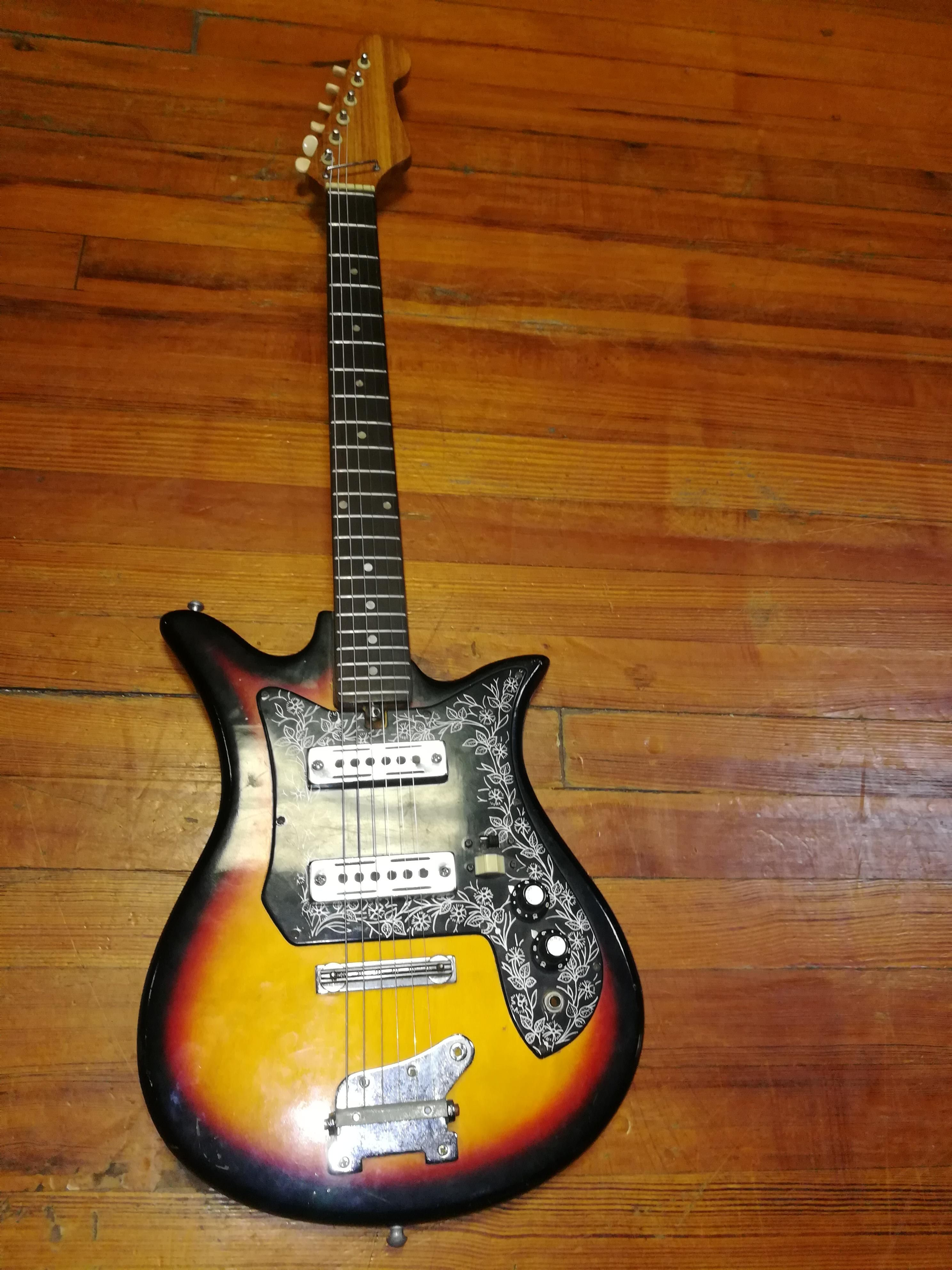 Hey everyone i posted this guitar a while ago and you
