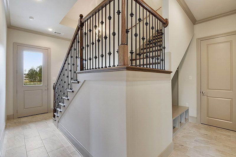 Best Sweeping Staircase With Rod Iron Spindles 400 x 300