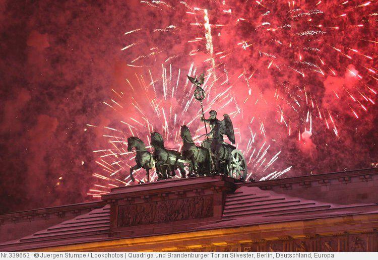 Quadriga Und Brandenburger Tor An Silvester Berlin Deutschland Europa Weihnachtlich Motive Bilder Brandenburger Tor