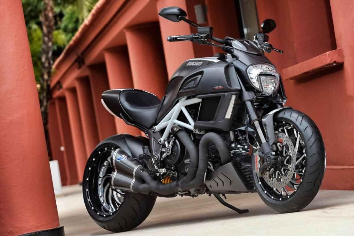 First Ride 2015 Ducati Diavel Carbon Motorcycle Cruiser Bikes