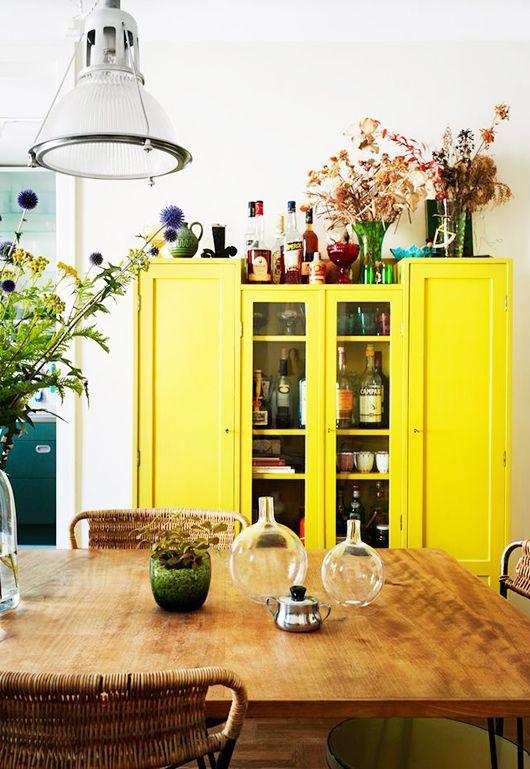 inspiration couleur jaune citron un meuble peint en jaune un vielle armoire