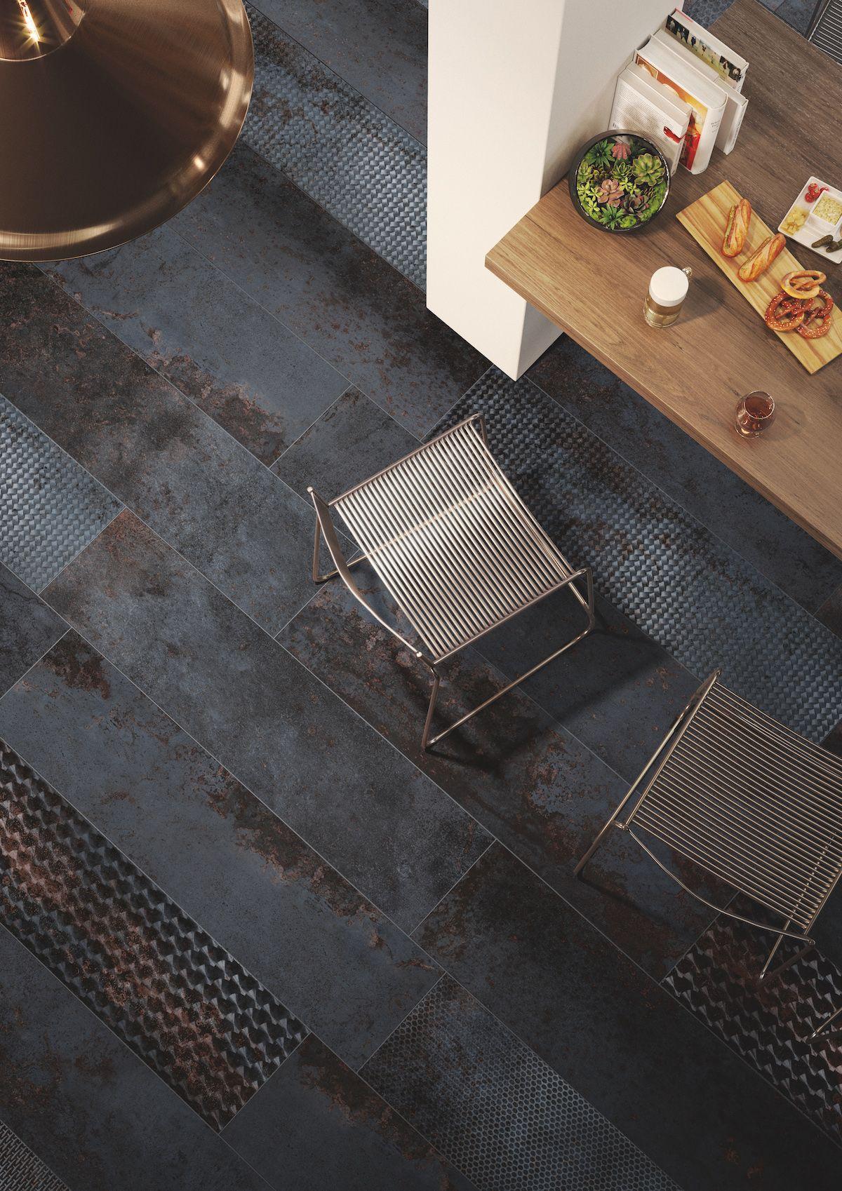 Carrelage Effet Metal Avec Un Format Inhabituel En 30x120 Pour Apporter Du Style A Votre Interieur Comme A Votre Ext Idee Salle De Bain Carrelage Carrelage Sol