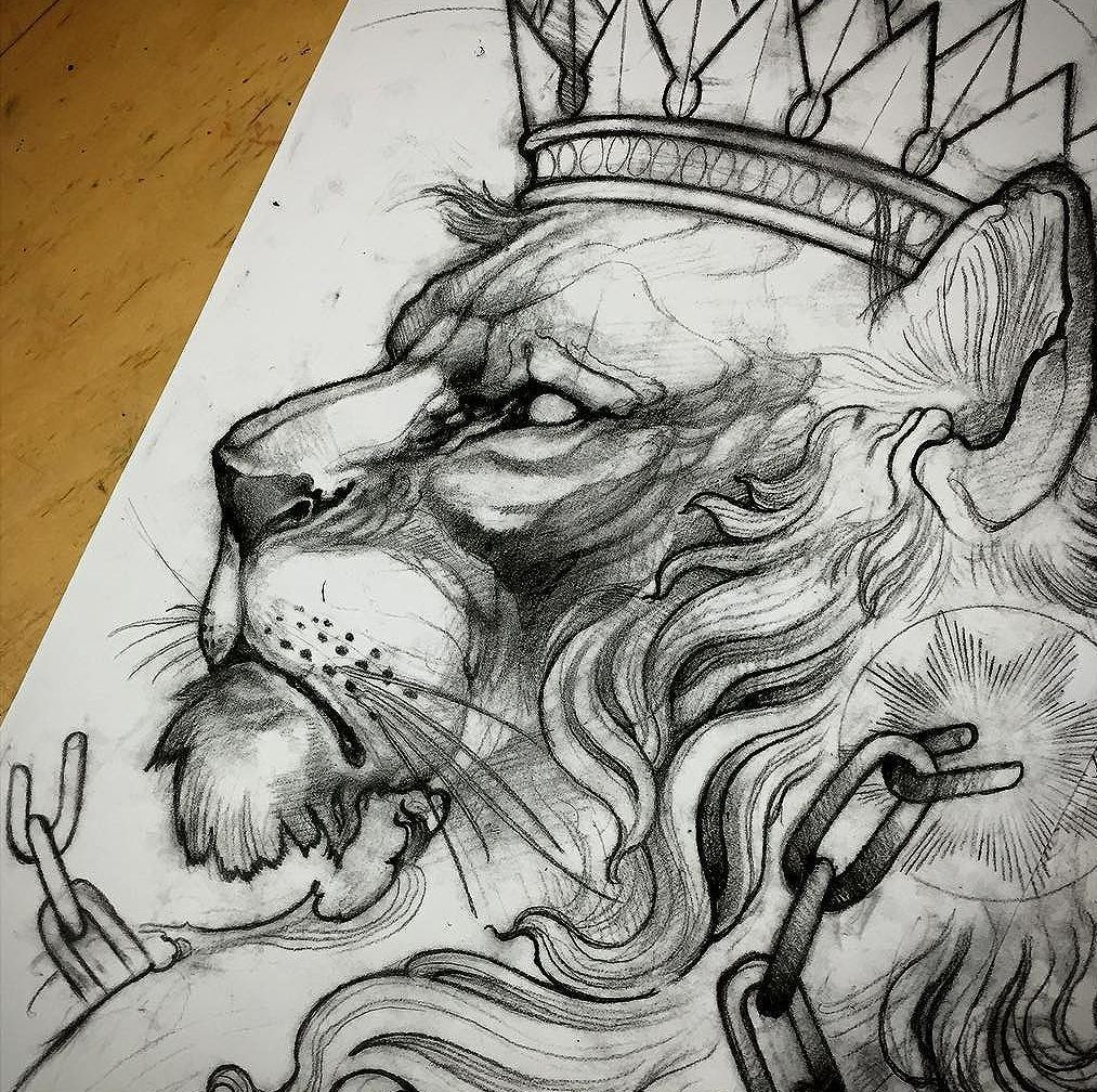 Черно белый эскиз тату с цветами: Черно-белый эскиз льва с короной