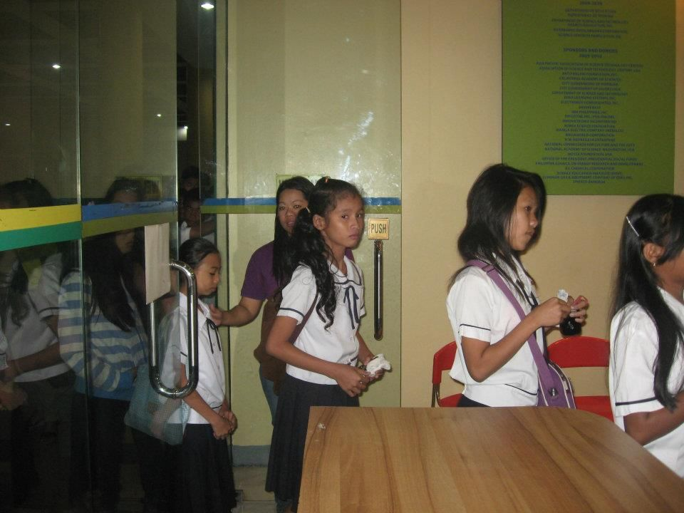Students entering the Philippine Science Centrum  | Science
