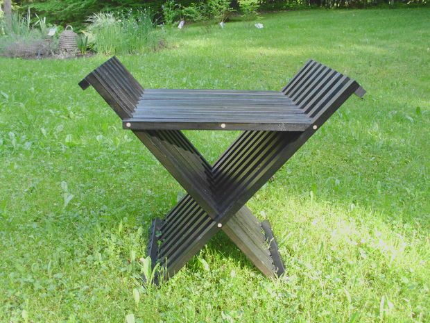 A Very Unique Folding Chair Tutorial