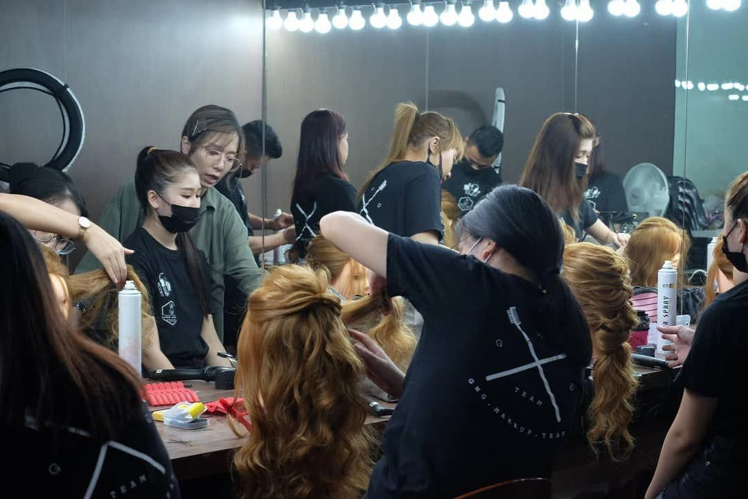 The Students From This Week S Professional Bridal Makeup And Hair Styling Class Gwg Gwgteam Gwgmakeup Gwgmakeupstu Bride Makeup Bridal Makeup Hair Styles