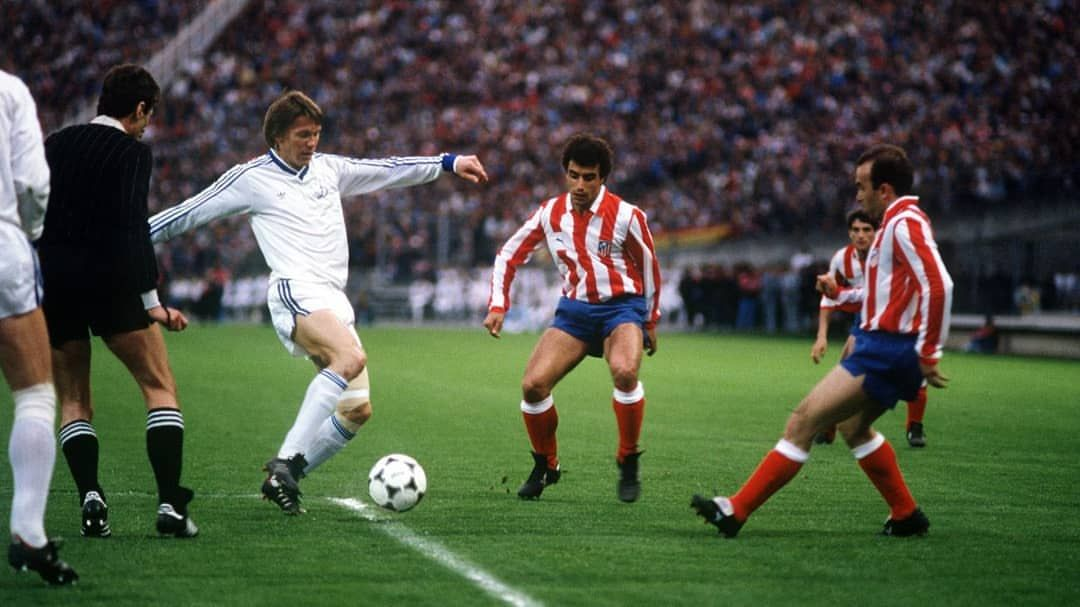 Dynamo Kiev 3 At. Madrid 0 in May 1986 in Bordeaux. Oleg Blokhin on the  ball in the European Cup Winners Cup Final. | Cup final, European cup, Oleh  blokhin