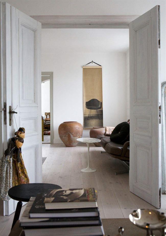 Det lilla bordet, design Eero Saarinen, är arvegods På väggen en - design klassiker ferienwohnungen weimar