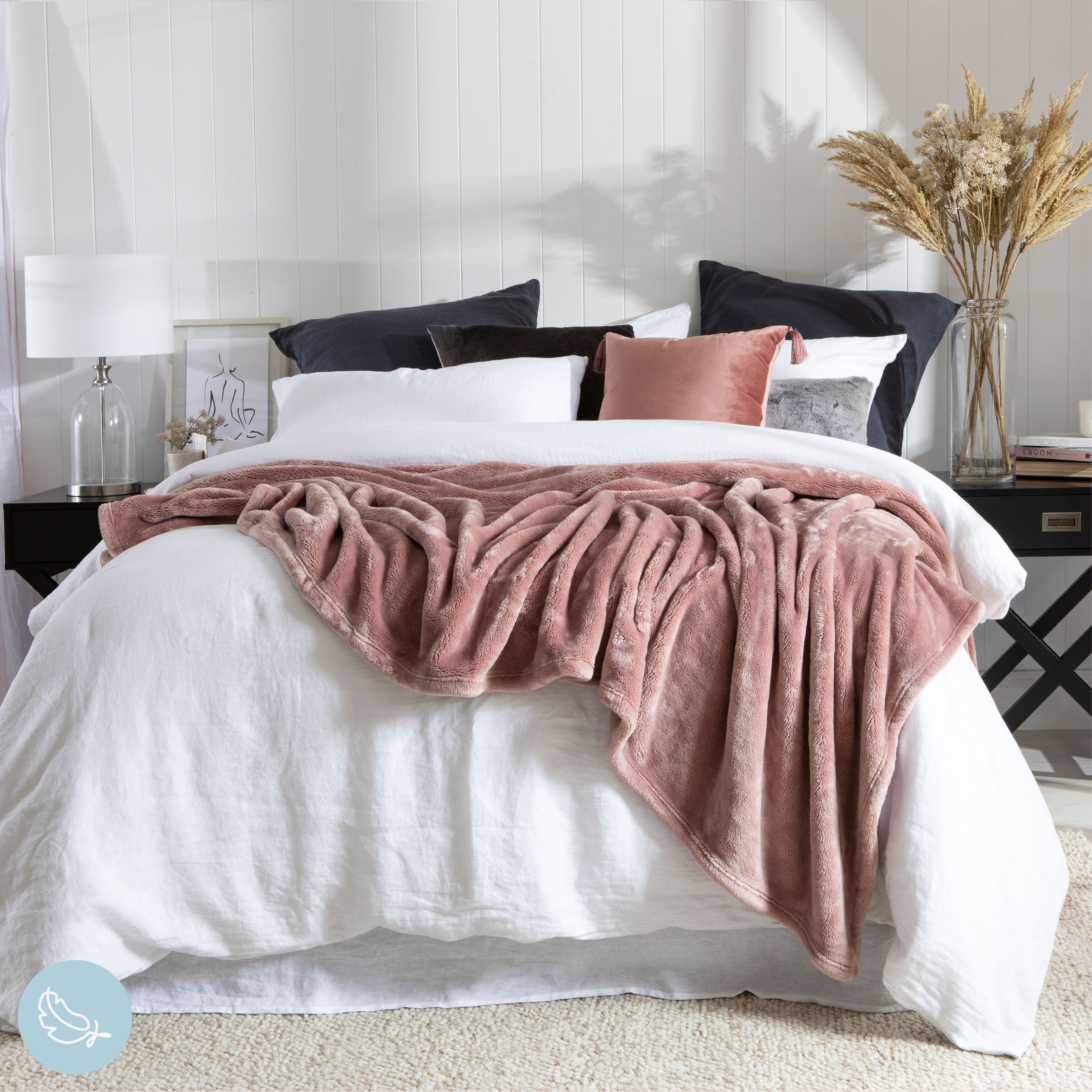 Snuggle up in bed with a beautiful soft blanket as the weather gets cooler! #blanket #bedroomstyle #bedroom #bed #bedroomdecor #diyroomdecor #bedroomstyle #bedroomstyling