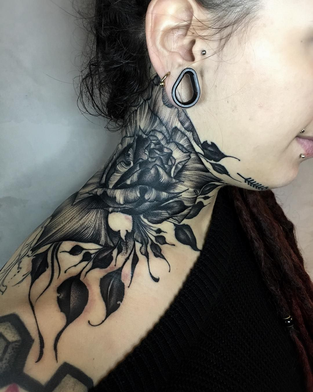 Sizzling Women Neck Tattoos 2019 Collection Front neck