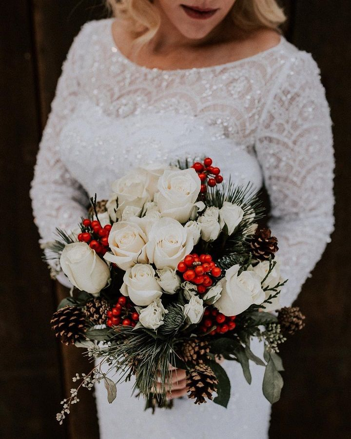Romantic winter wedding bouquet idea #weddingbouquet #bridalbouqet #winterwedding #winterbouquet #bouquets #bouquetideas