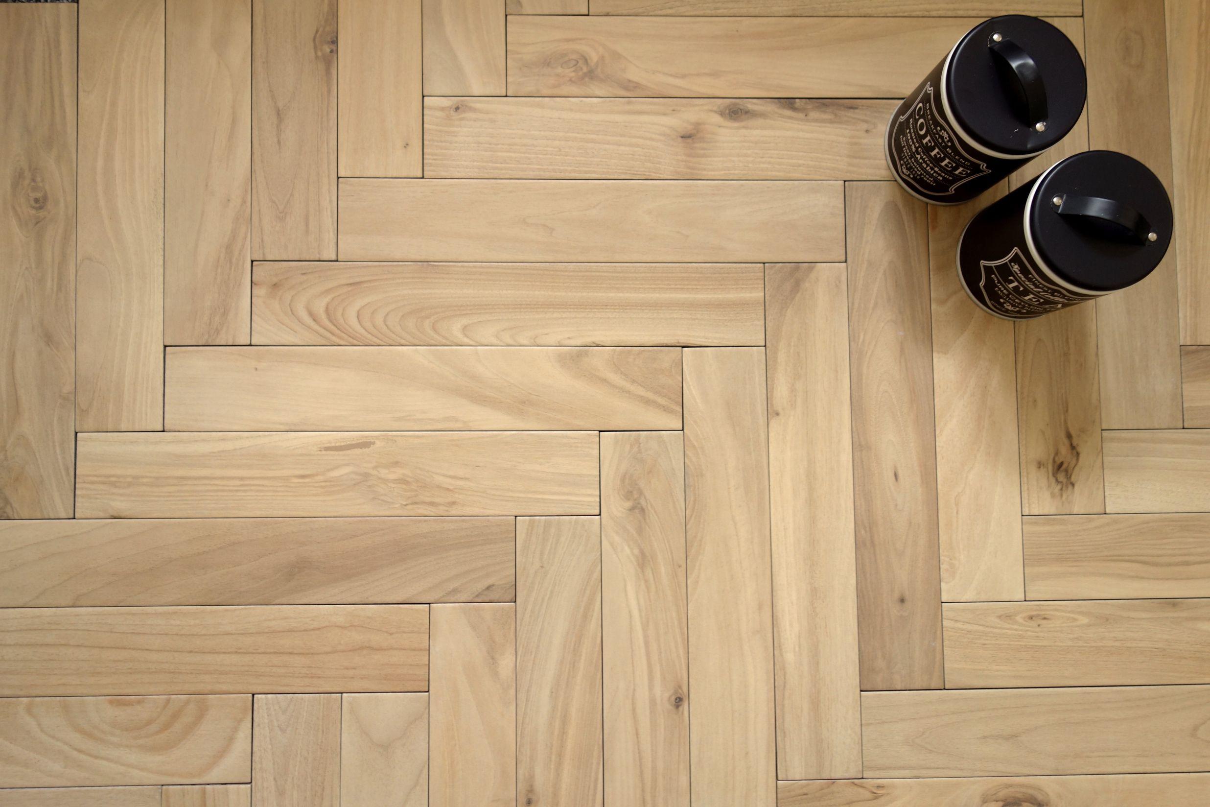 Plytki Jodelka Klasyczna Woodie Beige W Jodelke Kaflando Pl Flooring Hardwood Floors Hardwood