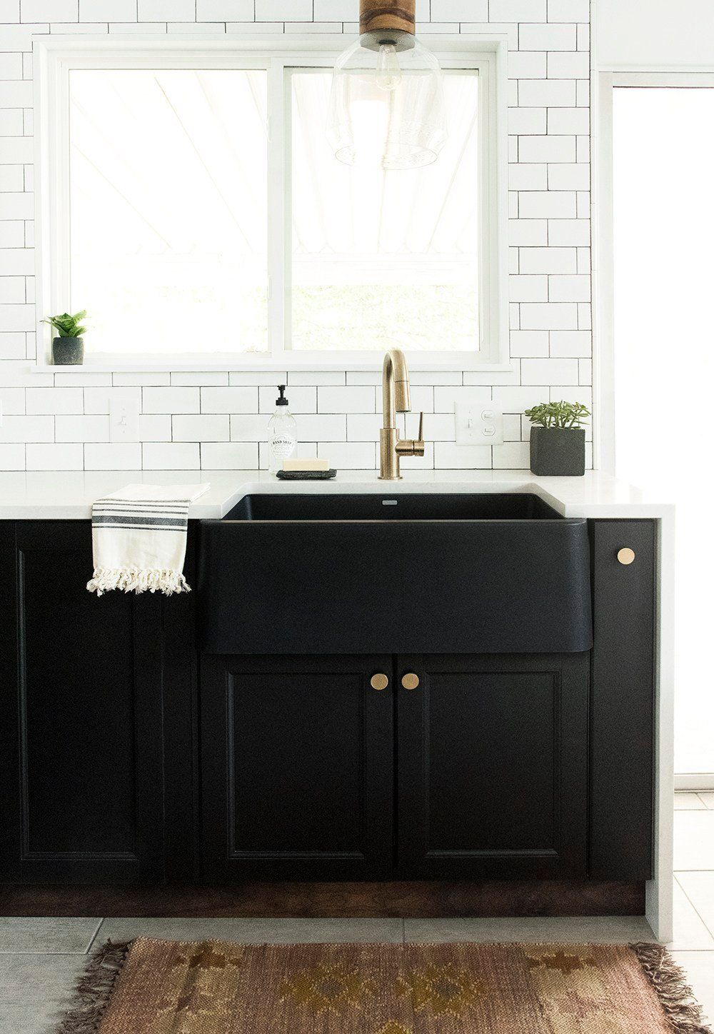 How To Choose A Kitchen Sink With Images Black Appliances Kitchen Farmhouse Sink Kitchen Black Kitchens