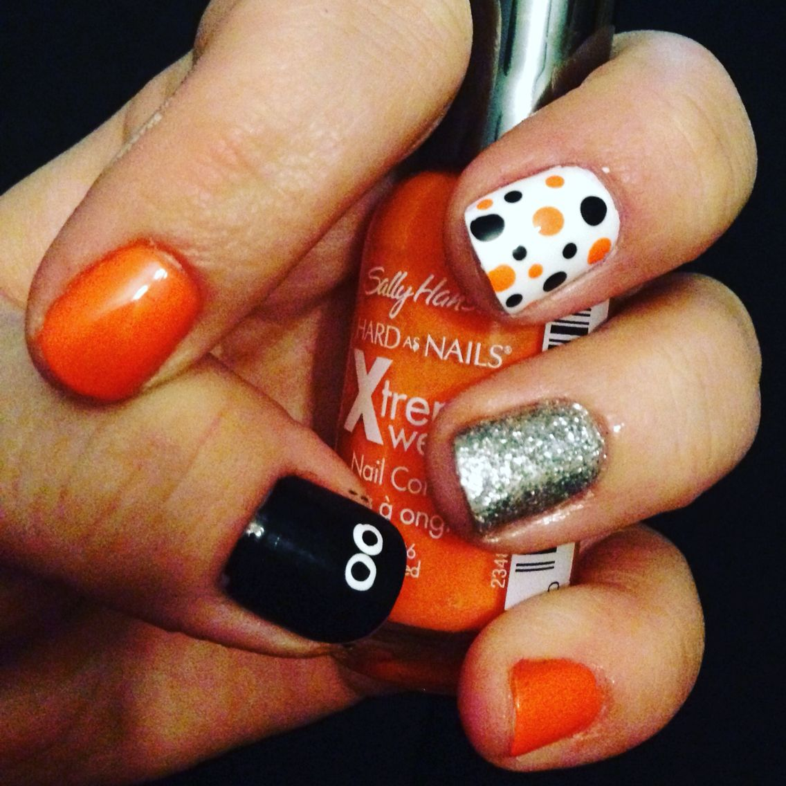 Super cute polka dot Halloween nail design | Halloween ...