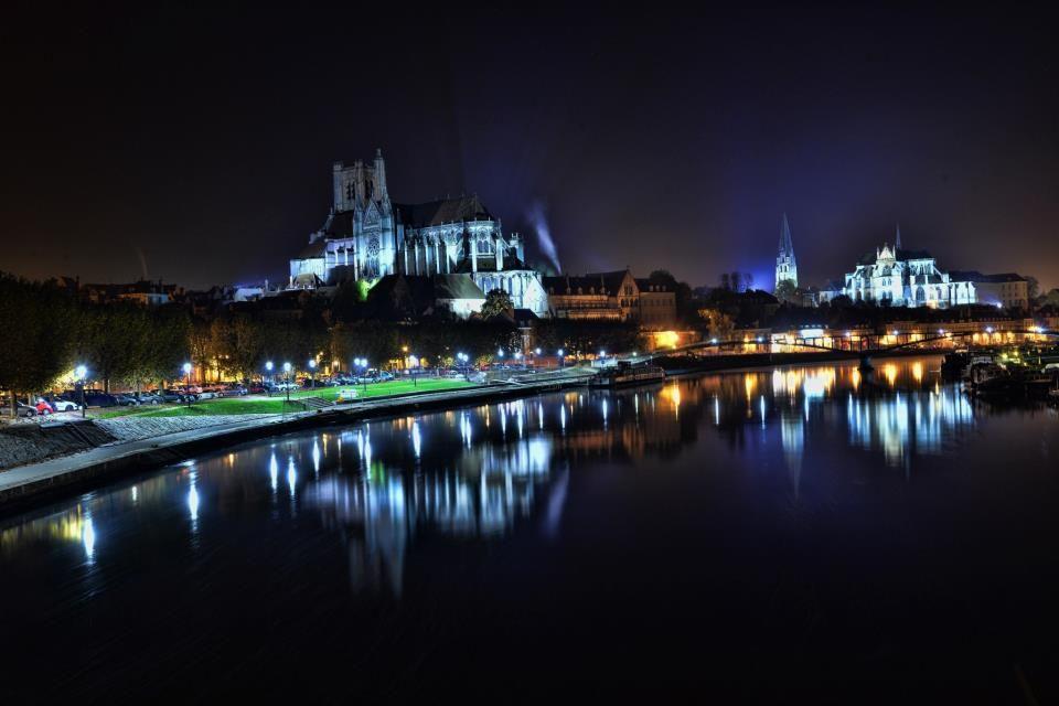 Auxerre la nuit auxerre offre un des plus beaux panoramas de france sur les quais de l 39 yonne - Office de tourisme auxerre ...