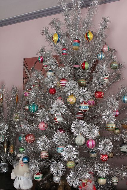 Vintage Aluminum Christmas tree decorated with Shiny Brite ornaments, circa  1960's. - Vintage Aluminum Christmas Tree Decorated With Shiny Brite Ornaments