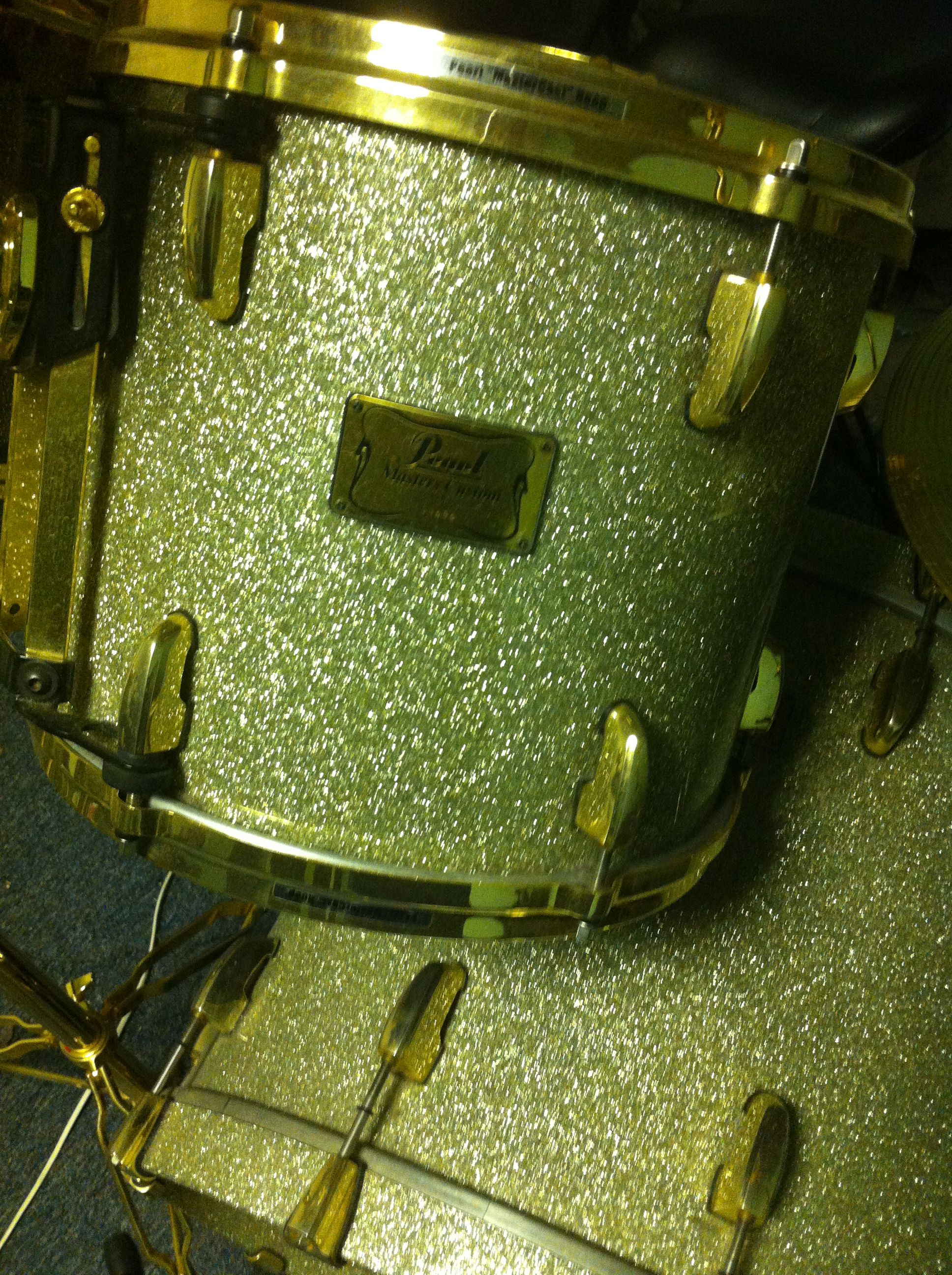 ma Pearl mrx silver sparkle.. nice... Phil Greffy www.facebook.com/phil.greffy http://www.youtube.com/zoumrhone https://twitter.com/PhilGreffy