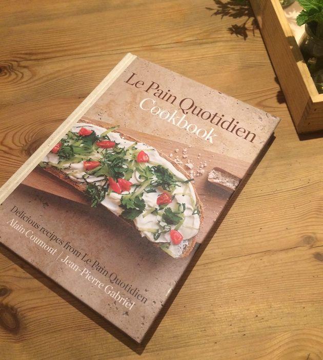 Aprende a hacer algún tartine con el libro de recetas de Le Pain Quotidien.